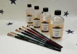 """""""Tintorsetto Lavatore"""" è un solvente vegetale per olio specifico per sciogliere ed asportare qualsiasi colore ad olio da tutti i tipi di pennelli sintetici e in pelo naturale. Può essere utilizzato come misciela per diloire i colori ad olio in quanto non tende a scurire la tonalità durante l' essicazione"""